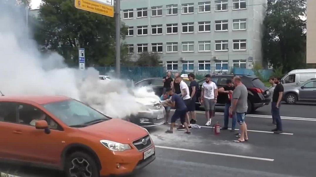 Пожар на Севастопольском проспекте в Москве Сгорела иномарка