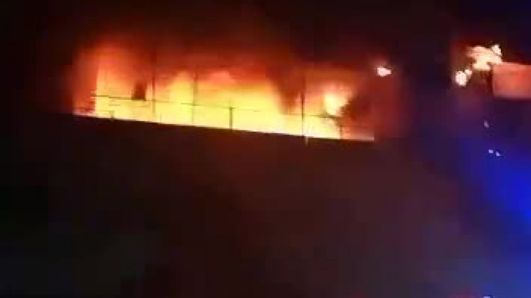 Navoiy viloyatida 4 qavatli bozor yonmoqda (Video 3)